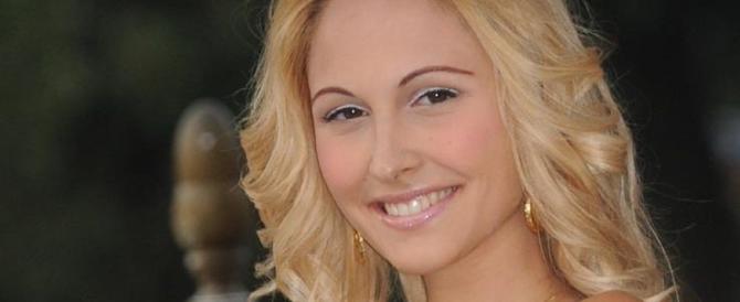 """La madre di Noemi Letizia scende in politica: non con """"Papi"""" ma con il Pd"""