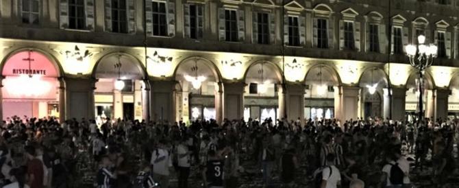 Una rissa tra gruppi di tifosi esagitati ha scatenato il caos a piazza San Carlo