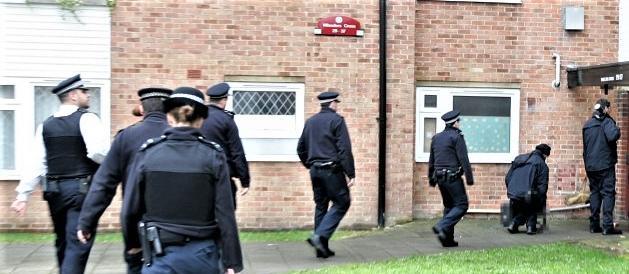 Raid della polizia a Barking, periferia di Londra: 12 arresti, forse pakistani