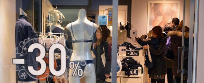 """Con borse """"invisibili"""" rubano abiti per 600 euro, ma la telecamera le incastra"""