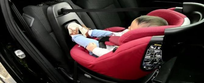 Neonati dimenticati in auto: un seggiolino avvisa i genitori distratti
