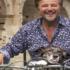 Scivolone della Raggi: spot per gli animali con De Sica in moto senza casco