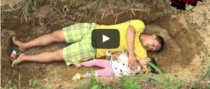 Il video che commuove il web. Non può curare la figlia: appello dalla tomba