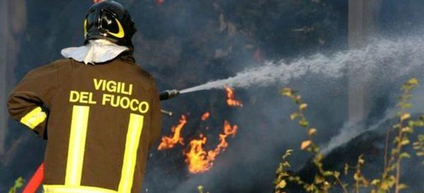 Incendi devastanti a Pozzuoli: drammatico appello del sindaco (video)