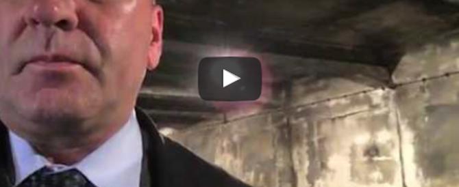 Filma la camera a gas di Auschwitz: bufera su un deputato americano (video)