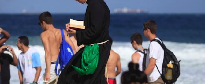 """La parola di Dio sotto l'ombrellone: in spiaggia arrivano gli """"apostoli"""" in infradito"""