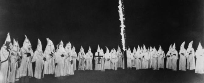 Torna il Ku Klux Klan, tafferugli e fumogeni in Virginia: 23 arresti