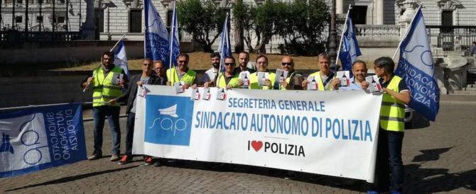 """Reato di tortura, poliziotti in piazza: """"È un manifesto ideologico contro di noi"""""""