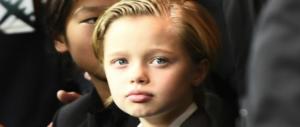 Nessuna cura ormonale per la figlia di Brad e Angelina. Basta sparare bufale sui minori