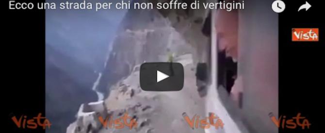 Ecco una strada impossibile da percorrere per chi soffre di vertigini (VIDEO)