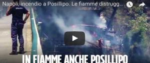 Paura a Napoli, in fiamme la collina di Posillipo: il fuoco lambisce le case (2 VIDEO)