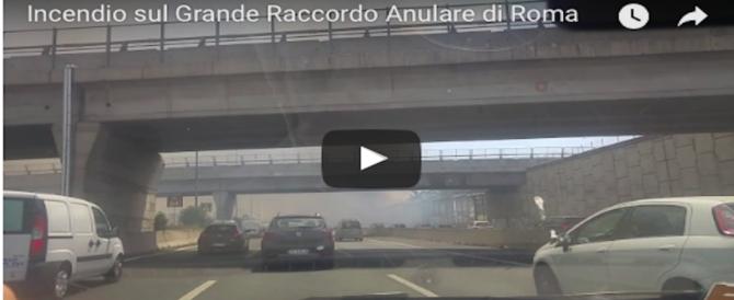 Tre incendi sul Grande Raccordo Anulare di Roma: paura e traffico in tilt (VIDEO)