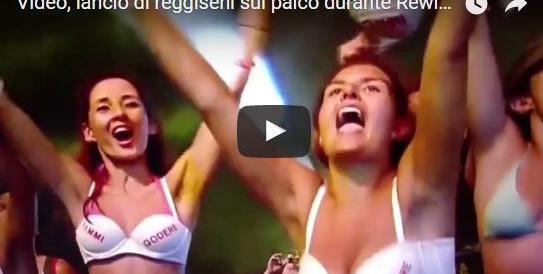 Bonolis, grande escluso alla festa di Vasco: solo i reggiseni scaldano la conduzione (VIDEO)