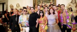 """""""Gianni Versace è vivo"""". A 20 anni dalla morte il suo genio rinasce in una mostra a Napoli"""