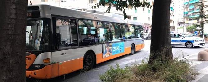 Sconcertante incidente a Genova, autobus investe 81enne sulle strisce pedonali