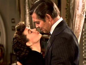 """Il bacio tra Rossella O'Hara e Rhett Butler nel film kolossal """"Via col vento"""""""