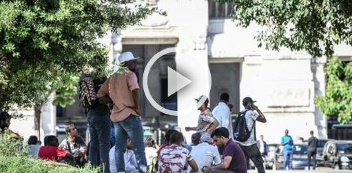 Migranti, blitz della polizia alla Stazione di Milano (diretta streaming)