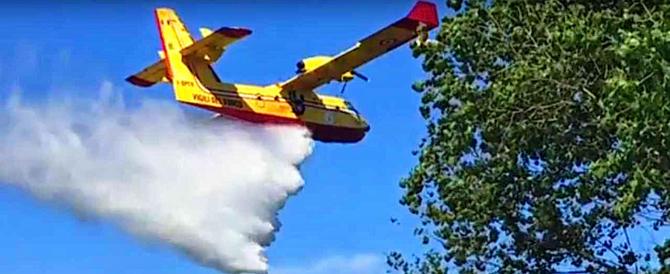 Ancora incendi, Canadair sotto pressione: oggi ben 34 gli interventi