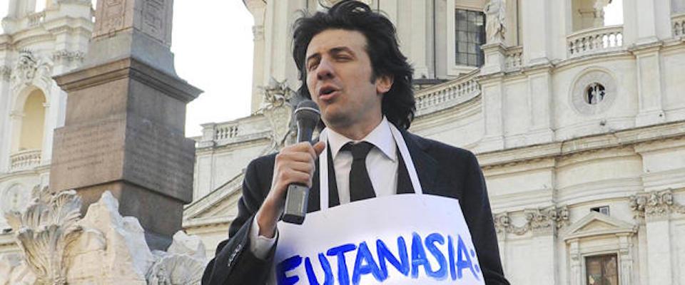 Eutanasia, chiesto il rinvio a giudizio per Cappato: «Aiutò dj Fabo a suicidarsi»
