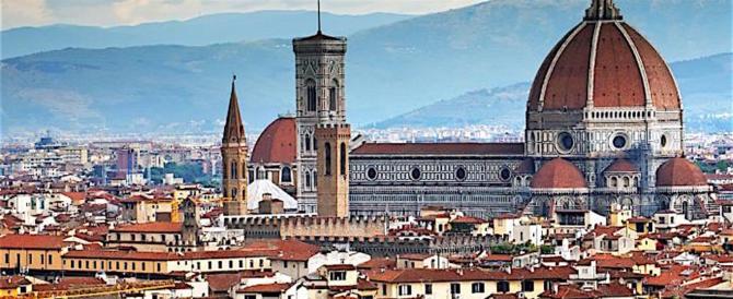 Firenze, due extracomunitari facevano pipì in centro. Pizzicati e sanzionati