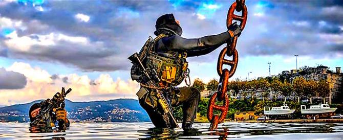 Invasione, fermarla si può: basta spedire gli Incursori a sabotare le barche