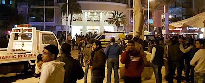 Terrore a Hurghada, islamico accoltella turisti: 2 morti e 4 feriti