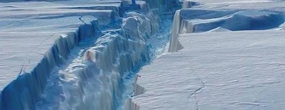 Iceberg gigantesco (grande come la Liguria) è in distacco dall'Antartide