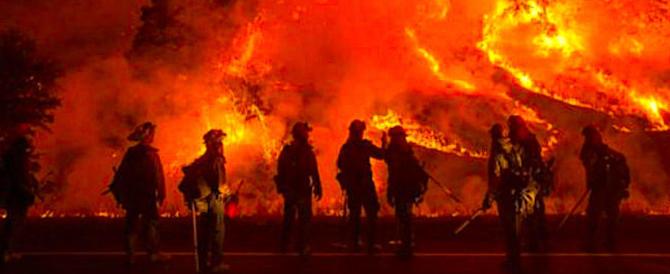 Tutta la Sicilia va a fuoco: a San Vito lo Capo evacuate circa 900 persone (video)