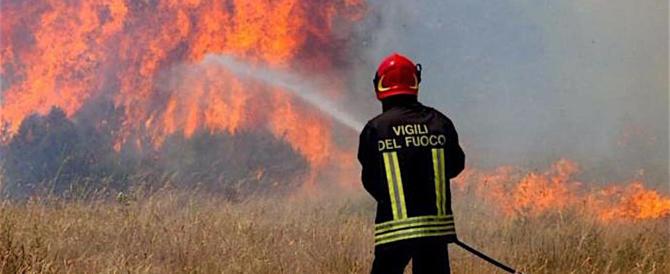 L'Italia brucia: un furioso incendio devasta il parco di Centocelle a Roma