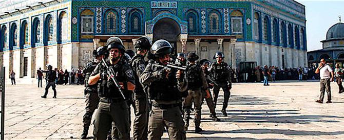 Israele, violentissimi scontri sulla Spianata delle Moschee: decine i feriti