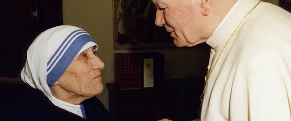 """L'abito di Madre Teresa diventa """"di marca"""": le suore registrano il copyright"""