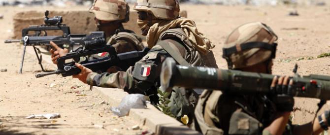 Mali, il nuovo video di Al Qaeda con i sei ostaggi stranieri: l'ira di Macron