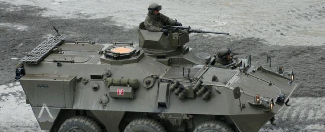 Migranti, altro schiaffo all'Italia: l'Austria schiera i carri armati al Brennero