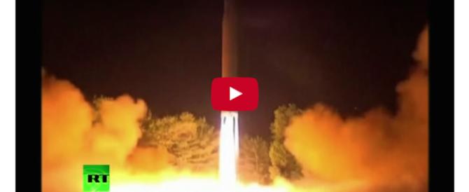 Nord Corea, il lancio del missile filmato dalla tv di Stato (video)