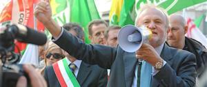 """Clandestini, rivolta nel Pd: a Fiumicino il sindaco Montino dice """"no"""" agli hotspot"""