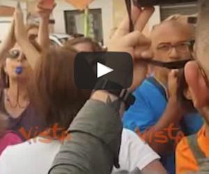 No-Vax aggrediscono 3 deputati che hanno votato la legge sui vaccini (VIDEO)