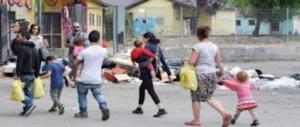 Bimba rom ferita alla schiena da un colpo di pistola ad aria compressa. Il Pd specula