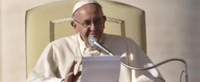 Papa Francesco dona 50mila euro all'isola di Lesbo colpita dal terremoto