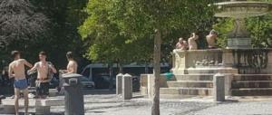 Doccia e bagnoschiuma a piazza Mastai: ennesimo sfregio a Roma
