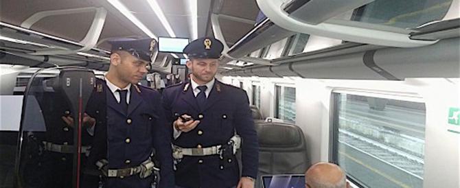 Agente ferito dall'africano, la polizia insorge: come mai era ancora in Italia?