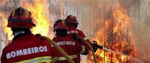 In Portogallo il fuoco di nuovo fuori controllo: 2800 i pompieri impegnati