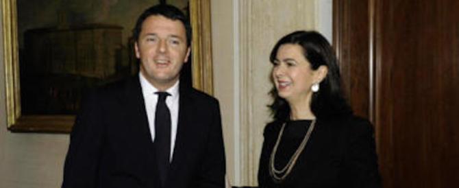 Renzi si smarca dalla Boldrini: «Folle abbattere i palazzi fascisti». E lei smentisce…