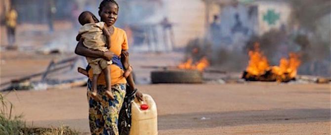 Orrore in Repubblica Centrafricana: bambina uccisa in braccio alla madre