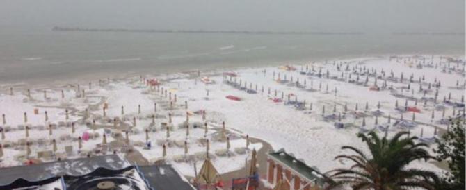 A San Benedetto del Tronto sembra Natale: la spiaggia è imbiancata (video)