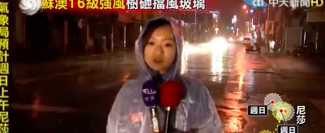 Taiwan sconvolta dal tifone Nesat: evacuate 10mila persone (VIDEO)