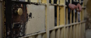 Tre detenuti evadono piegando le sbarre: con loro i fuggiaschi diventano 5