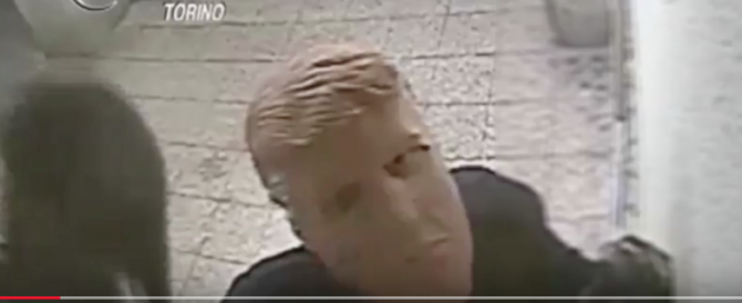 Assalivano le banche mascherati da Trump: presi due nomadi (VIDEO)