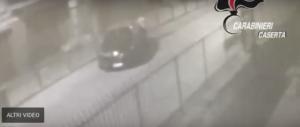 Uccide il rivale in amore, le telecamere lo filmano mentre si libera del corpo (video)