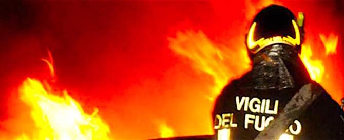 Vasto incendio all'Eur: l'aria è irrespirabile, cittadini tappati in casa