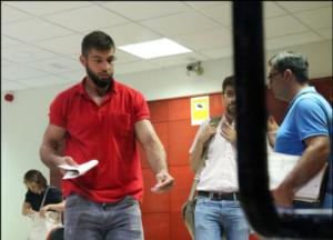 I due ceceni escno dal carcere spagnolo